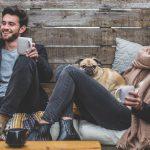 L'emozione del caffè da gustare sul divano